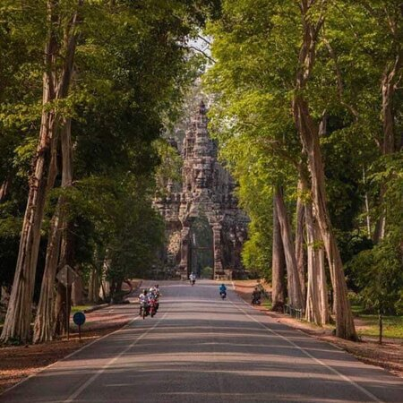 Manila, Philippines: Angkor Thom old City gate: OhmadventureTours Providing Tours Services Through out cambodia country