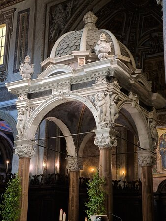 The high altar itself was dedicated in 1127, and encloses the contemporary reliquary of St Chrysogonus which is in a glass box.  You can see this through orifices in the front and back of the altar, which are protected by crossed thorn branches in gilded bronze. The baldacchino or ciborium is by Giovanni Battista Soria, and is in the form of a tempietto or domed aedicule. It includes four antique columns in yellow alabaster.