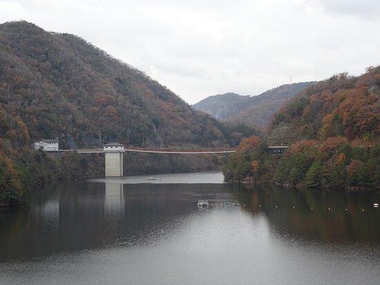 ダム湖である芦田湖