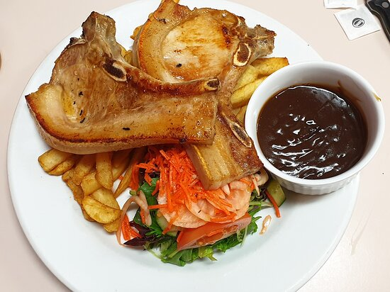 Nullarbor, Australien: Grilled pork chops