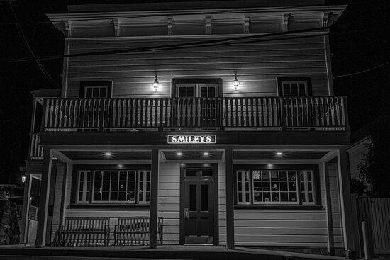 Smiley's Schooner Saloon & Hotel