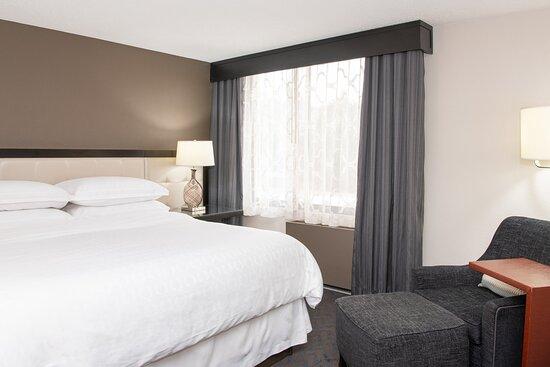 Admiral King Suite - Bedroom