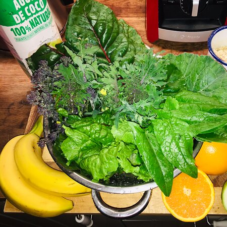 Cangas de Onís, España: Making smoothie - veg from Duruxa garden. Recipe: Handful of Kale, Spinach, broccoli, chard, lettuce, 2 bananas, juice of 2 oranges, 2 kiwis, handful of porridge oats, handful of blueberries, top of with coconut water & spring/mineral water. Blast it & enjoy!!!