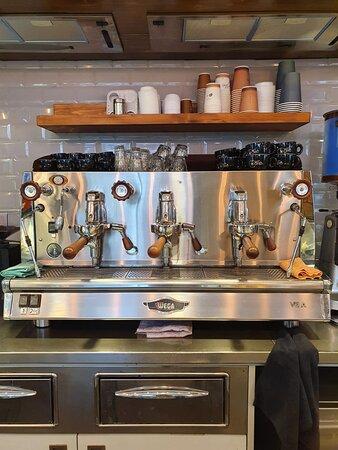 MACCHINA DEL CAFFE' IN PERFETTO STATO PRONTA PER EROGARE SOLO CAFFE' ESPRESSO DI QUALITA'