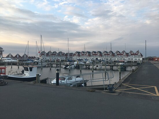 Udsigt til flotte ferieboliger på kanten af Bagenkop Havn