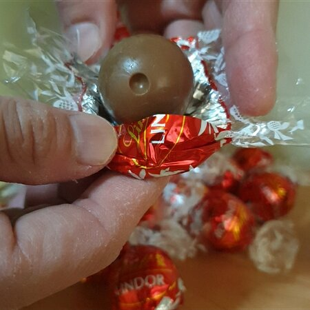 The Most Irresistibly Smooth Lindt Lindor Swiss Milk Truffle Chocolate With Smooth Melting Chocolate  #lindt #lindor #swiss #milkchocolate #truffle #melting #singapore #dexperience #tastetest #niceornot   Dex Ng Mong Meiyan Dexperience
