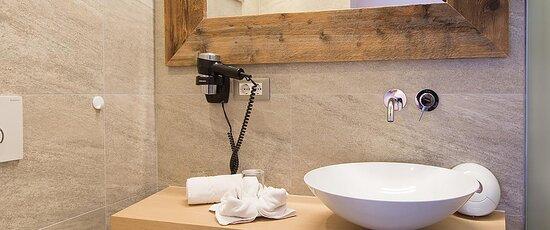 Badezimmer – Bagno - Bathroom