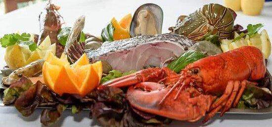 Grelhada mista peixe da região
