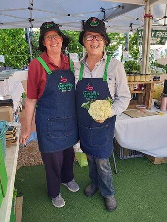 Stanthorpe, Australia: Tash and Bridget run the Granite Belt Famers Markets. All fruit & veg sourced locally.