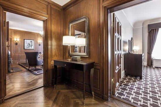 Buckingham Suite Entry