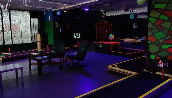 GateCamp Midt-Troms, innendørs minigolf
