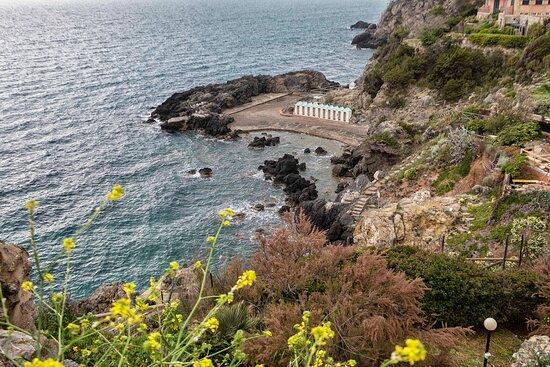 La Spiaggia delle Donne a Talamone (15 minuti in auto)