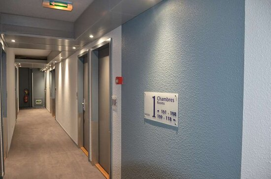 couloir accès chambres