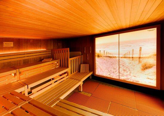 Unsere Panoramasauna Genießen Sie die Auszeit vom Alltag in unserer 90° C Sauna.