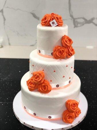 Gâteau de mariage 3 pièces montée avec des fleures en pate à sucre