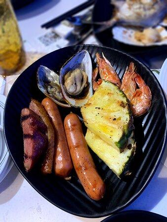 泰式風情自助晚餐。大人細路都食到舔舔脷