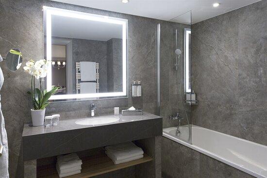 Salle de bains avec baignoire - Suite Privilège