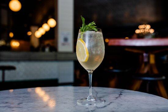 LEMON GIN SPRITZ - Tanqueray London dry gin, Limoncello, Prosecco, soda