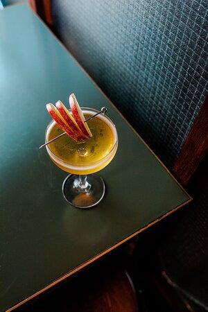 APPLE CRUMBLE - Fireball Cinnamon whisky, vanilla vodka, apple juice