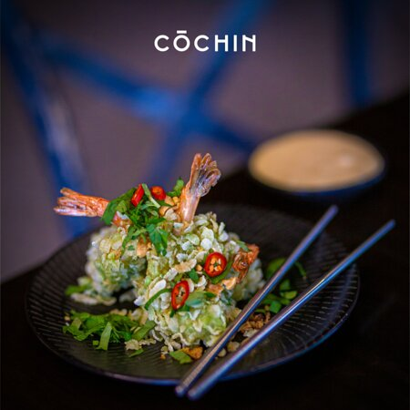 Tom Chien Com (Prawns in green rice crisps with pineapple dipping sauce)