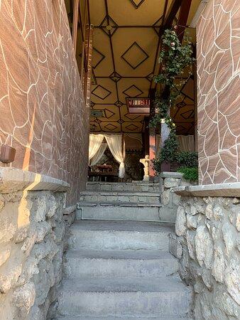 Bakhchisaray District: Отличный ресторан! Душевно, вкусно, не дорого. Со второго этажа отличный вид на Ханский дворец