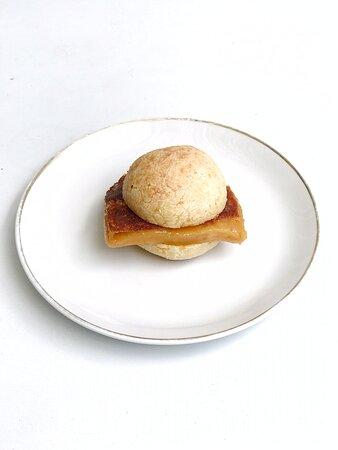 Pão de queijo com requeijão de corte