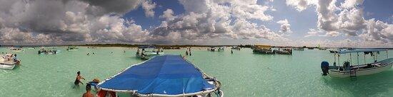 Bacalar, Mexico: disfruta cada rincón de la laguna en una lancha privada para ti y tu familia