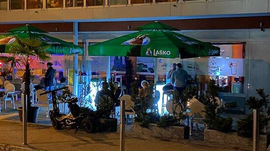 Terra bar  Viška cesta 2 Ljubljana  Najboljša kava v mestu. -Prijeten ambient -Prijazno osebje -Hitra in dobra postrežba -Urejeno okolje