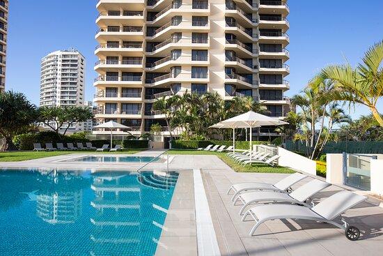 Paradise-Centre-Apartments-Surfers-Paradise-Pool