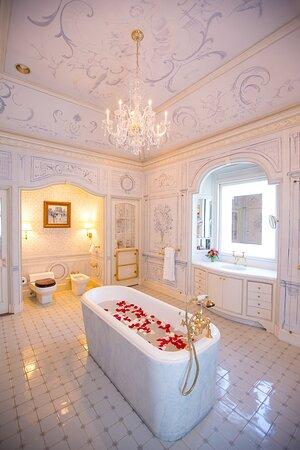 Albemarle Estate deep soaking tub