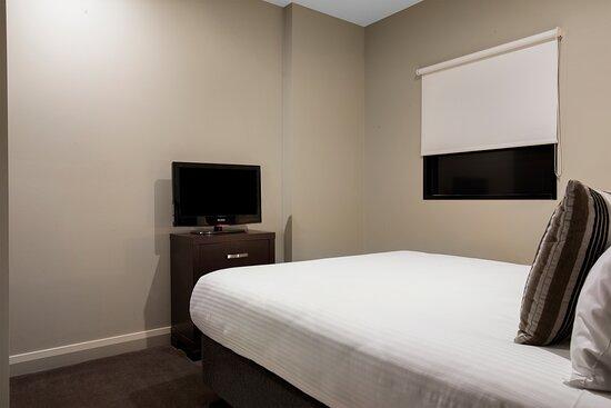 Mantra-Hindmarsh-Square-Adelaide-1-Bedroom-Suite-Bedroom