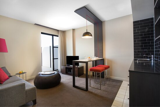 Mantra-Hindmarsh-Square-Adelaide-1-Bedroom-Suite-Lounge