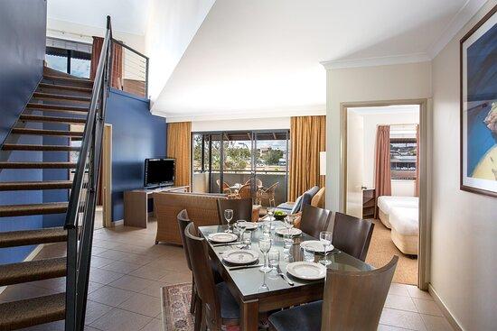 Mantra-Geraldton-Geraldton-3-Bedroom-Apartments-Dining