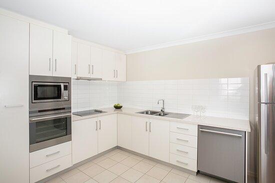 Mantra-Geraldton-Geraldton-Harbour-View-Superior-2-Bedroom-Apartment-Kitchen
