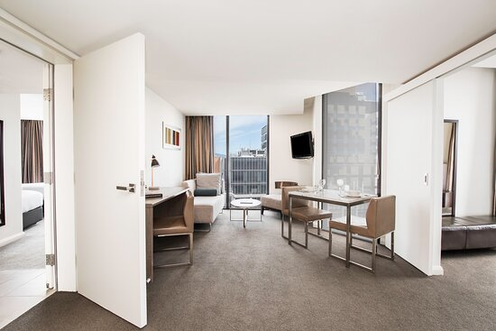 Mantra-Collins-Hotel-Hobart-2-Bedroom-Dual-Key-Apartment-Dining