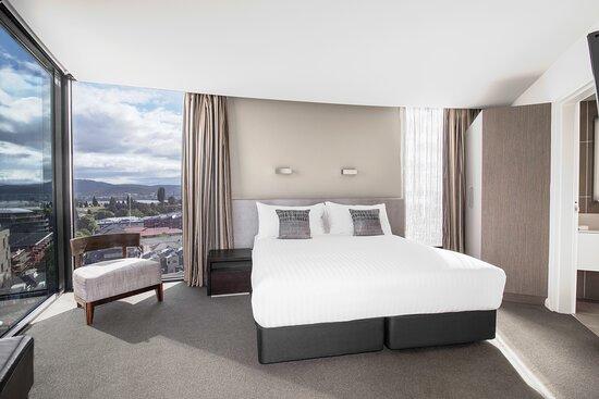 Mantra-Collins-Hotel-Hobart-2-Bedroom-Dual-Key-Apartment-Bedroom