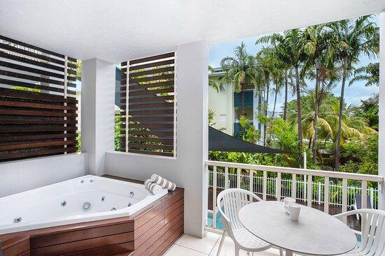 Mantra-Aqueous-Port-Douglas-Port-Douglas-Hotel-Spa-Rooms-Balcony