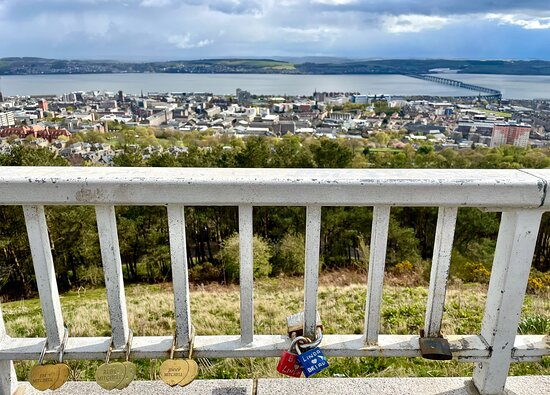 Even on a grey cloudy ☁️ 🌧 day the views over the city , and the Firth of Tay overlooking Fife, are pretty amazing.