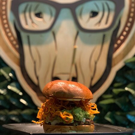 Avocado 🥑 Lovers Feel The Taste, Feel DrunkDog ☎️2713006152☎️ ———————————————- #Burger #Brioche #Avocando #DrunkDog #Tripoli #AlwaysOnTop #AvocandoBurger #Delivery #Must #Taste #Feel #BurgerMania #Food #Foodinsta #foodphotography
