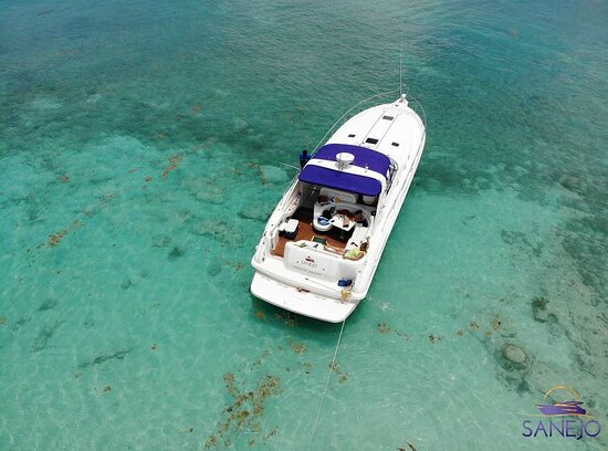 Portmore, Jamaica: Aerial view of the yacht