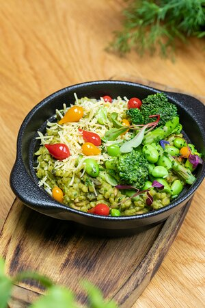 Green summer orzotto / chickpea and spinach cream / green peas / asparagus / broccoli / vegan cheese