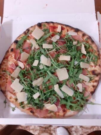 Strevi, Itália: Pizza prosciutto crudo ,grana   e rucola