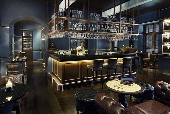 The Service 1921 Bar with mixologist