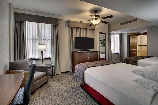 NQQX Deluxe Queen Guestroom