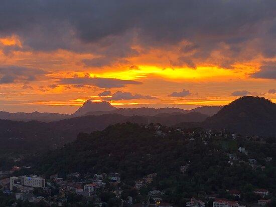 Cultural Triangle of Sri Lanka: Gorgeous sunset