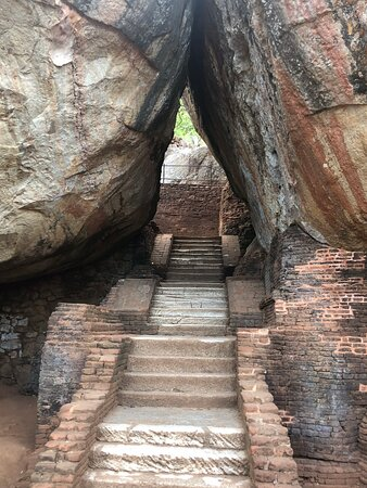 Cultural Triangle of Sri Lanka: The rock 😬
