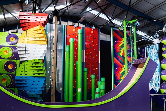 Bicester, UK: With over 20 climbing lines plus the Vertical Drop Slide, we are sure you will have a great time in our climbing arena.