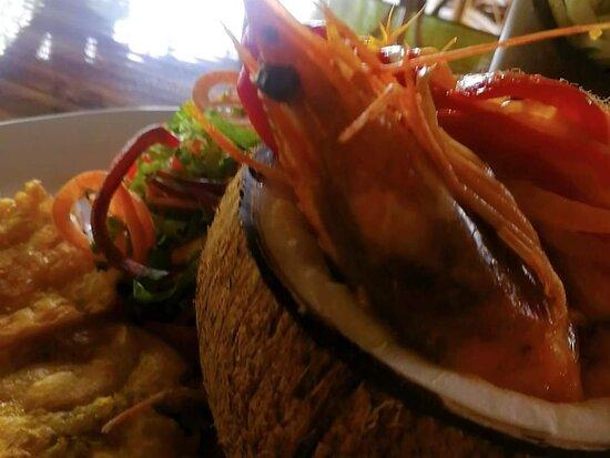 Lugar acogedor, exiquisita gastronomía, deliciosas bebidas y excelente servicio, EDEN BEACH RESTAURANT BAR es su lugar. Visítenos Punta Uva Limón #cocinaconraices #seafood #caribeanfood