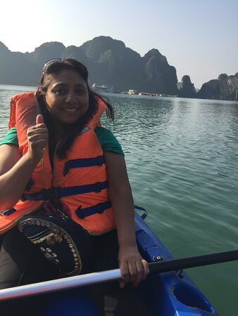 Overnight Luxury 5 Star Alisa Cruise with Meals, Kayak or Bamboo Boat: Kayaking was so cool....