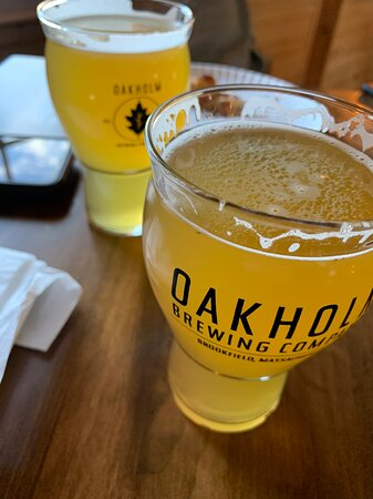 Brookfield, MA: The beer is great.  The staff is attentive and knowledgeable.   The pizza is so good.   Sit outside and enjoy the good weather or sit up in the balcony of the taproom.
